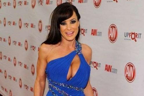 H κορυφαία πορνοστάρ Lisa Ann αποσύρεται