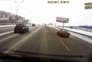 Ο οδηγός του Lada είχε απίστευτη τύχη!