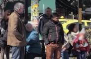 Ρατσιστική επίθεση σε στάση λεωφορείου