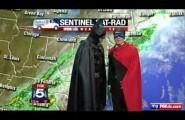 Ο Batman διακόπτει ένα δελτίο ειδήσεων